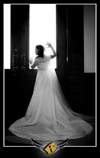 bridal portrait at the Texas Capitol in Austin, Texas