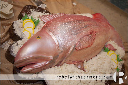 Best grooms cake ever. Amazing grooms cake.  Red snapper grooms cake.  fabulous fish grooms cake.  Big fish grooms cake picture